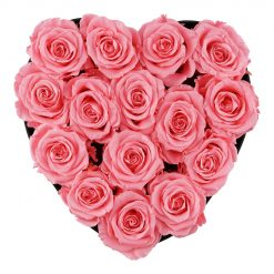 Herzförmige Rosenbox mit pinken Infinityrosen von oben