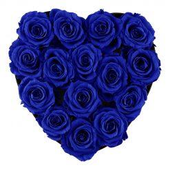 Herzförmige Rosenbox mit blauen Infinityrosen von oben