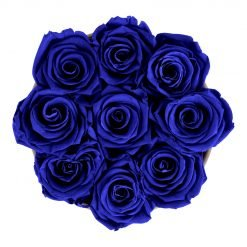Runde Rosenbox aus hellgrauem Samt mit blauen Infinityrosen von oben