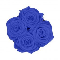 Kleine Rosenbox mit vier Infinityrosen in blau von oben