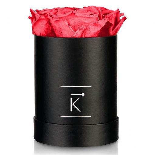 Kleine runde Rosenbox in schwarz mit pfirsichrosanen Infinityrosen,