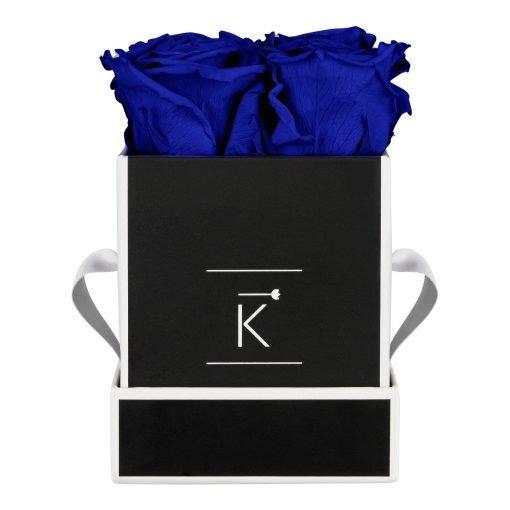 Eckige Rosenbox in schwarz weiß mit blauen Infinityrosen