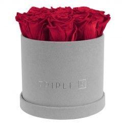 Runde Rosenbox aus hellgrauem Samt mit roten Infinityrosen