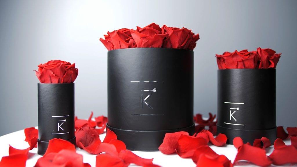 Runde Rosenboxen in XXS, XS und Small mit dunkelroten Infinityrosen