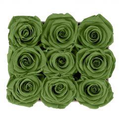 Eckige Rosenbox aus hellgrauem Samt mit grünen Infinityrosen von oben