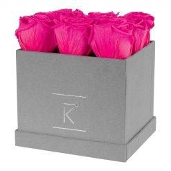 Eckige Rosenbox aus hellgrauem Samt mit purple pinken Infinityrosen
